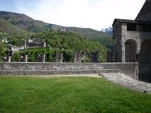 Den Castelgrande befästningslotten i Bellinzona fotografering för bildbyråer