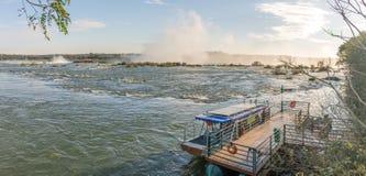 Den Cataratas vattenfallsikten med något vaggar uppifrån Fotografering för Bildbyråer