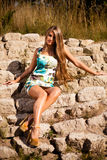 Den Caucasian långa hårmodellen vaggar på Arkivbilder