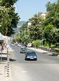 Den centrala gatan av staden av Smolyan lökformig Fotografering för Bildbyråer