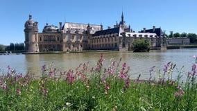 Den Chantilly slotten och dess parkerar royaltyfria bilder