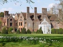 Den Chenies mang?rdsbyggnaden, en Tudor Grade listade jag byggnad, i v?r royaltyfria foton