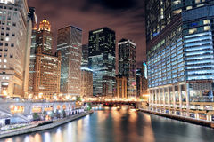 Den Chicago floden går Arkivbilder