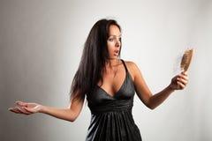 Den chockade kvinnan ser chockad Arkivbild