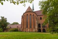 Den Chorin abbotskloster är den tidigare Cistercian abbotskloster nära byn av Chorin i Brandenburg, Tyskland Royaltyfria Foton