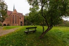 Den Chorin abbotskloster är den tidigare Cistercian abbotskloster nära byn av Chorin i Brandenburg, Tyskland Arkivfoton