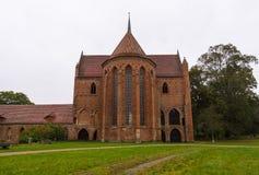 Den Chorin abbotskloster är den tidigare Cistercian abbotskloster nära byn av Chorin i Brandenburg, Tyskland Royaltyfria Bilder