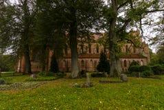 Den Chorin abbotskloster är den tidigare Cistercian abbotskloster nära byn av Chorin i Brandenburg, Tyskland Arkivbilder