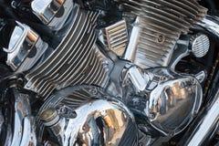 Den chromeplated delen av motorn för motorcykeln Royaltyfri Foto