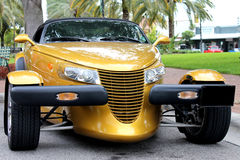 Den Chrysler person som stryker omkringbilen Royaltyfri Fotografi
