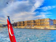 Den ciragan slotten istanbul i kalkon arkivbild
