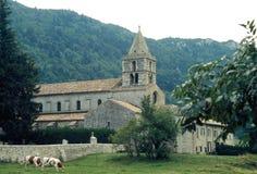 Den Cistercian Abbey Sainte-Marie de Léoncel i Léoncel i den DrÃ'me avdelningen, Frankrike royaltyfria foton