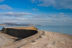Den Cobb hamnväggen på Lyme Regis, Dorset Arkivfoton