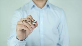Den Compra ahoraen, köper nu att skriva i spanjor på exponeringsglas stock video