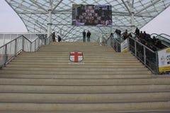 Den Comune diMilano logoen målade på trappan på rhoen Fiera Arkivfoto