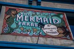 Den Coney Island sjöjungfrun ståtar royaltyfri bild