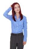 Den Confused unga affärskvinnan skrapar henne som är head Royaltyfria Bilder