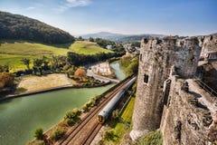 Den Conwy slotten i Wales, Förenade kungariket, serie av Walesh rockerar Arkivfoton