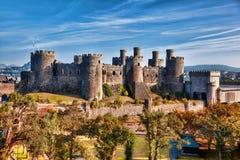 Den Conwy slotten i Wales, Förenade kungariket, serie av Walesh rockerar Arkivbild