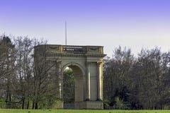 Den Corinthian b?gen p? s?dra framdel i Stowe, Buckinghamshire, UK arkivbilder