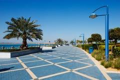 Den Corniche promenaden av Abu Dhabi royaltyfria bilder