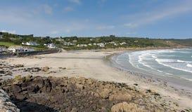 Den Coverack för ödlaCornwall kust stranden England UK södra västra England på en solig sommar Fotografering för Bildbyråer