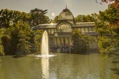 Den Cristal slotten i Retiro parkerar i Madrid arkivbilder