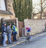 Den cyklistMichele Scarponi- Paris Nice prologen 2013 i Houill Arkivfoto