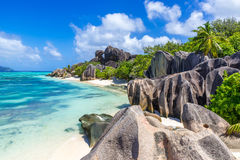 Den d'Argent Anse källan - sätta på land på öLa Digue i Seychellerna Arkivfoton