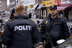 DEN DANSKA POLISEN HÅLLER ÖGONEN PÅ NORREPORT-DREVSTATIONEN Arkivbilder