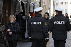DEN DANSKA POLISEN PÅ FÖTTER FÖR SÄKERHET I DANMARK Royaltyfria Bilder