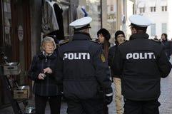 DEN DANSKA POLISEN PÅ FÖTTER FÖR SÄKERHET I DANMARK Arkivfoton