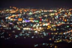 Den Defocused abstrakta ChiangMai stadsnatten tänder bakgrund Arkivbilder