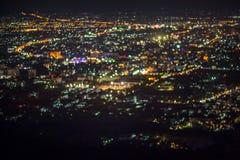 Den Defocused abstrakta ChiangMai stadsnatten tänder bakgrund Royaltyfria Bilder