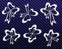 Den dekorativa uppsättningen av blått bugar med bandet Royaltyfri Bild
