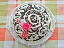 Den dekorerade tårtan med choklad Royaltyfri Fotografi