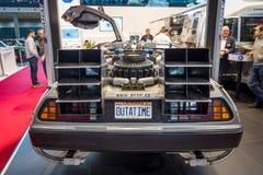 Den DeLorean tidmaskinen tillbaka till den framtida koncessionen som baseras på en DeLorean DMC-12 sportbil Arkivfoton