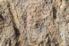 Den detaljerade closeupen av den bruna stenen vaggar textur Royaltyfria Foton