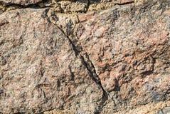 Den detaljerade closeupen av den bruna stenen vaggar textur Arkivbilder