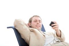 den digitala stolen lyssnar barn för manspelarerest fotografering för bildbyråer