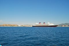 Den Disney under på ankaret i Cabo San Lucas Arkivbild