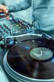 Den DJs utrustningen Arkivfoto