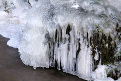 Den djupfrysta vattenfallet Arkivbilder