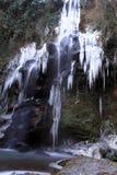 Den djupfrysta vattenfallet Royaltyfri Fotografi