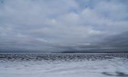 Den djupfrysta yttersidan av sjön Royaltyfria Foton