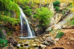 Den Djur-djur vattenfallet lokaliseras på den Ulu-Uzen floden Arkivfoto