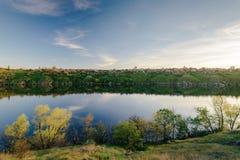 Den Dnieper banken Solnedgång av Zaporozhye Fotografering för Bildbyråer