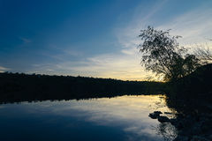 Den Dnieper banken Solnedgång av Zaporozhye Arkivfoto