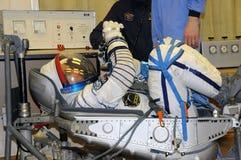 Den Don Pettit During Space Suit läckan kontrollerar in Baikonur Royaltyfri Bild