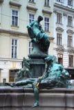 Den Donner springbrunnen (Donnerbrunnen) i Neuer Markt i Wien, Au Arkivbilder